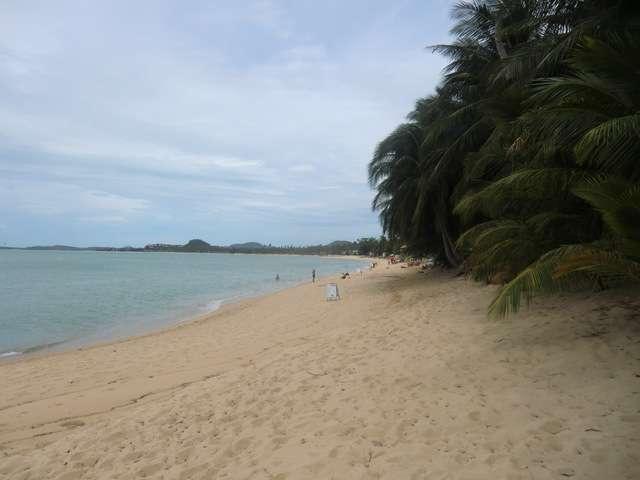 der Strand von Mae Nam rechtsseitig